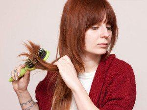 Какой расческой лучше расчесывать волосы при выпадении в домашних условиях