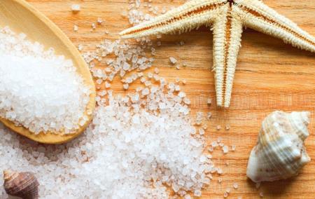Пилинг кожи головы морской солью