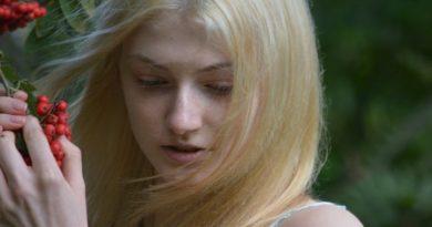 Причина резкого выпадения волос на голове у женщин