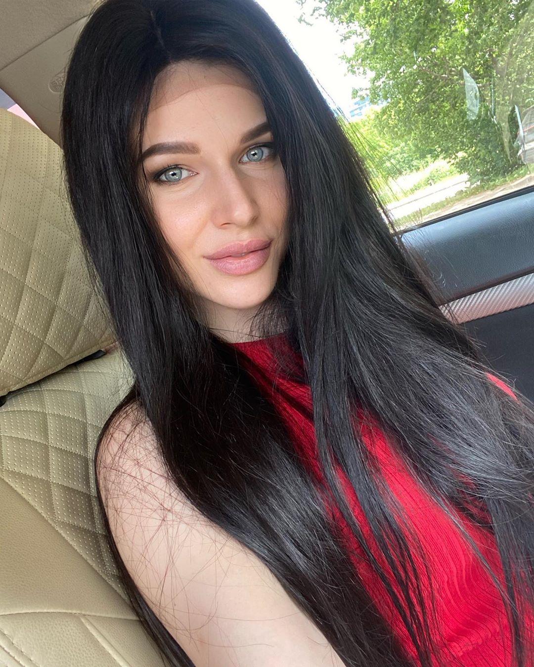 Рост волос: Эта длиннющая длина ⠀ ⠀ Горький шоколад на шелке. ⠀ ⠀ 70 см счастья ⠀ ⠀ В...