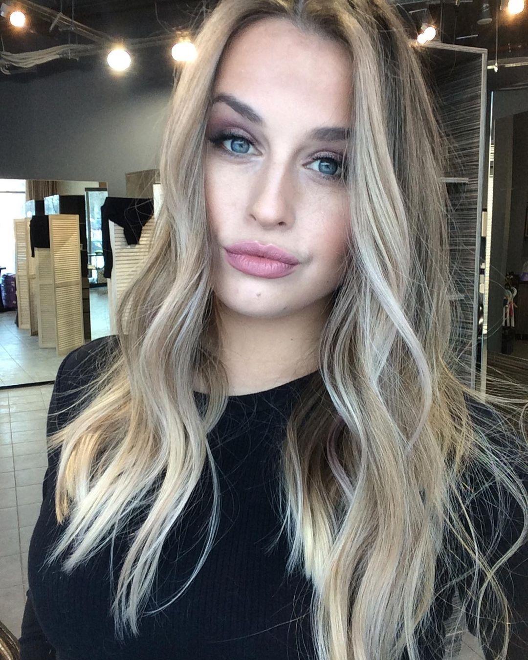 Кожа волос: РЕШИЛАСЬ ЗА 1 МИНУТУ   Несколько лет я хотела осветлить концы, сделать амбре, чтобы м...