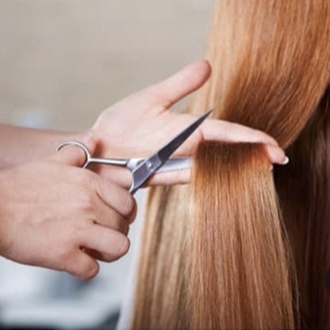 Алопеция: «Если у меня ломкие волосы?..» ⠀ Всем известно, что внешняя оболочка волоса образован...